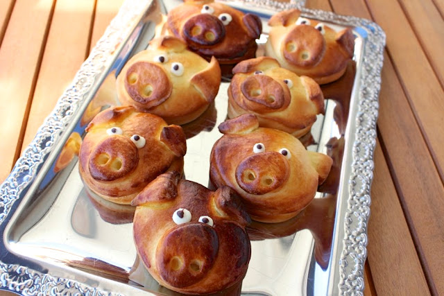 Glücksschweine aus Hefeteig