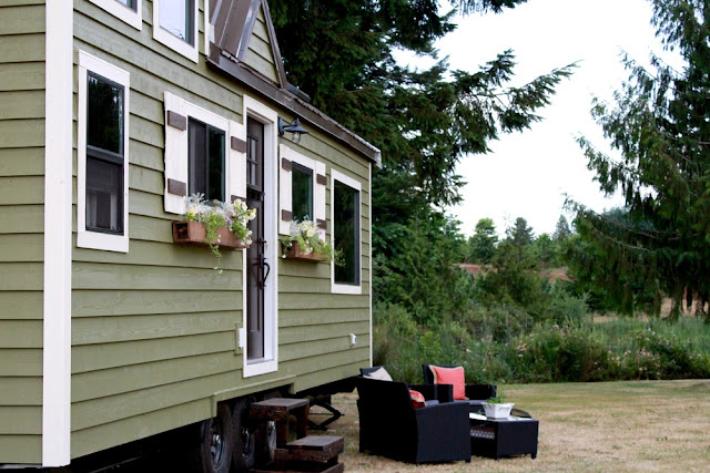 Vintage Tiny House by Tiny Heirloom