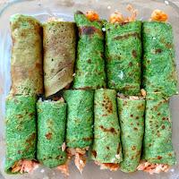Crepes de espelta e espinafres recheados com salmão e camarão