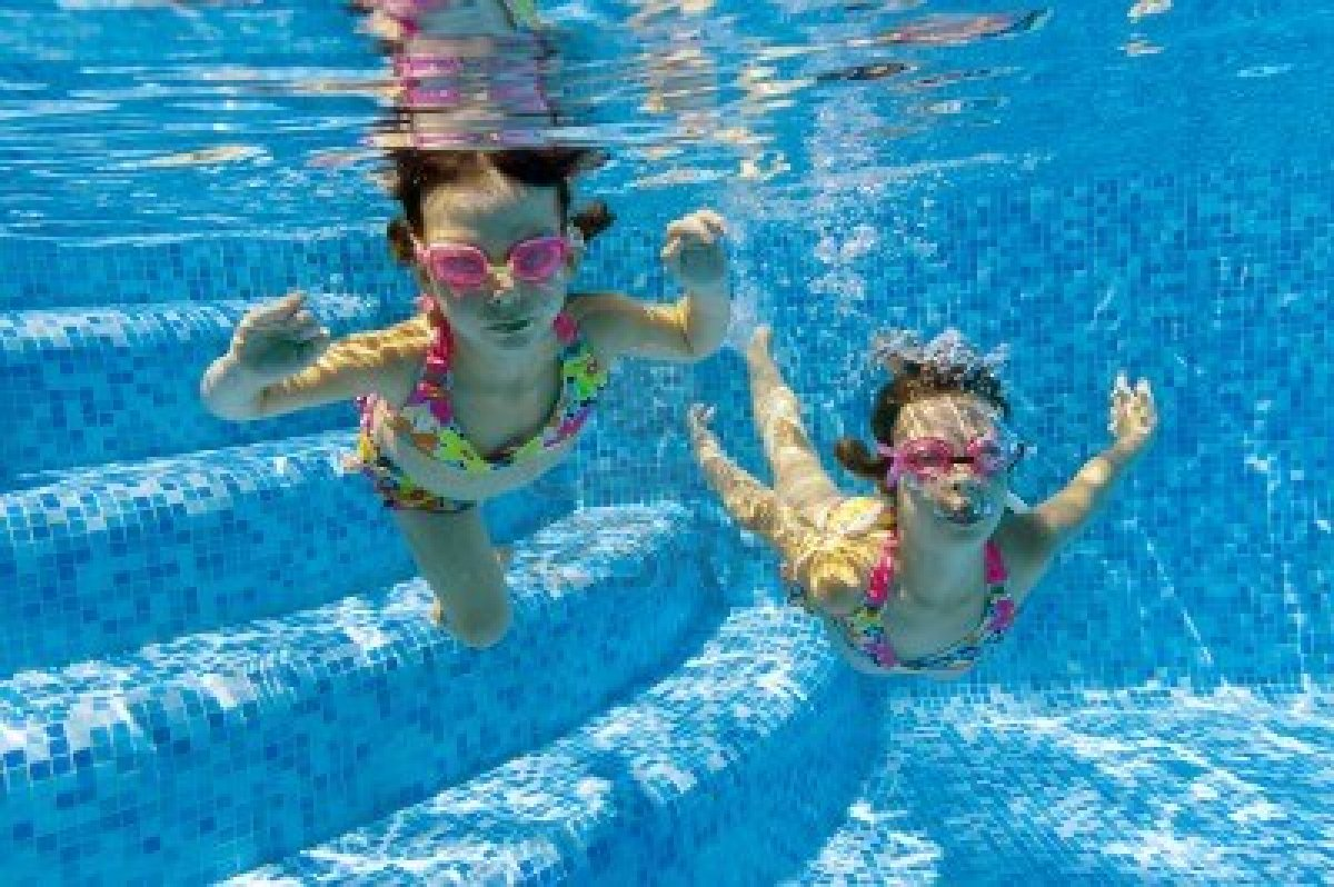 child swimming underwater - photo #2