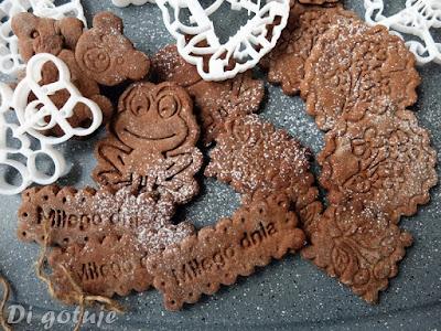 Czekoladowe kruche ciasteczka (idealne do wzorów)
