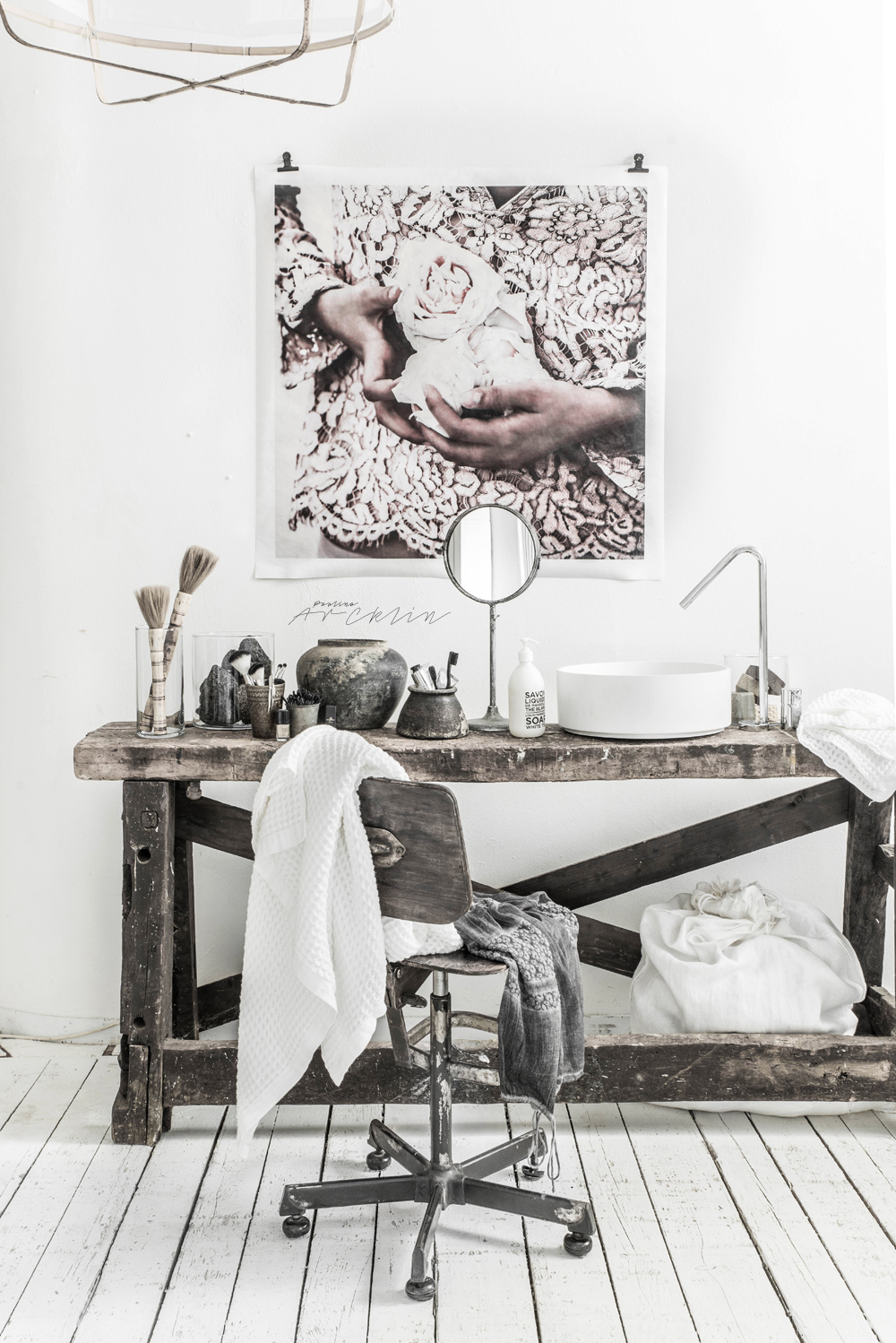 HELLO DECEMBER<br>AND BATHROOM MOMENTS!