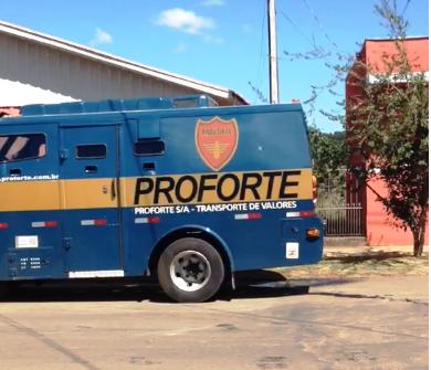 Atualizando:Bandidos fortemente armados assaltam carro forte entre Mauá da Serra e Ortigueira