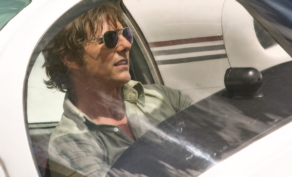 Tom Cruise and aviator sunglasses never go out of style in AMERICAN MADE (2017)