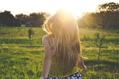 Η τσουκνίδα κάνει τα μαλλιά μας υγιή και λαμπερά. Επίσης χρησιμοποιείται για την καταπολέμηση της τριχόπτωσης.