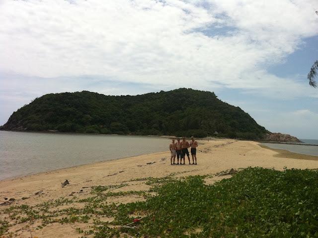 El grupo en la playa de Koh Ma