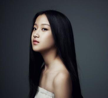Moon Gayoung adorable long black hair