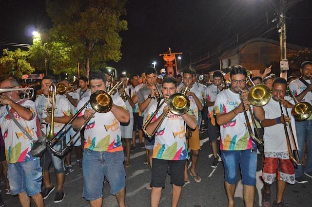 Multidão prestigia abertura do Carnaval de Timbaúba e comemora o Dia do Frevo