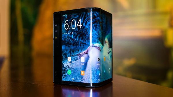 شركة Royole الصينية تكشف عن هاتفها القابل للطي