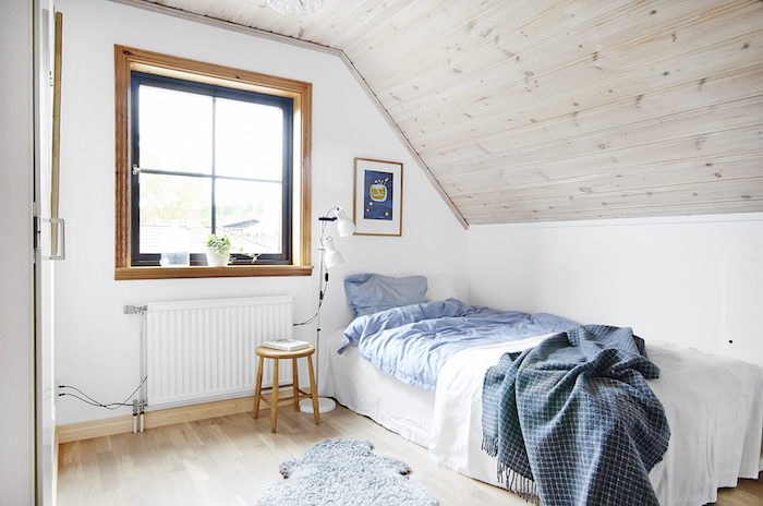 dormitorio abuhardillado. Caca de campo para soñar