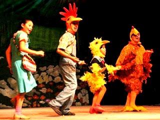 Foto de niños actuando en el Teatro
