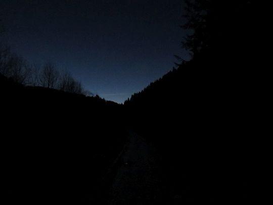 Cicha dolina Łopienki zapada w sen.