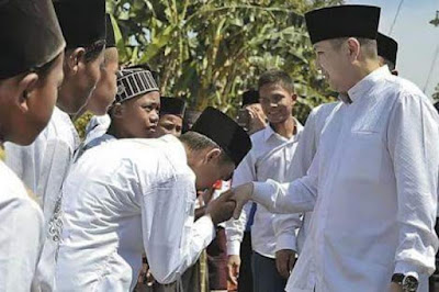 Santri Ciumi Tangan Hary Tanoe, KH Anang Rizka: Jangan Rendahkan Diri di Hadapan Non Muslim