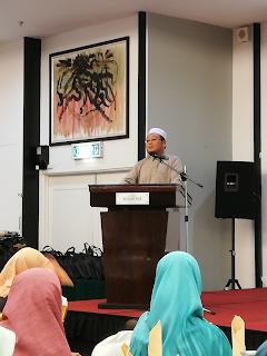 Majlis Berbuka Puasa Ybhg. Dato Wan Zaid B Wan Abdullah Bersama Pertubuhan Kebajikan Pembangunan Insan Kelantan | Bulan puasa adalah bulan untuk beribadat dan memberi sedekah yang di janjikan dengan ganjaran yang berlipat kali ganda olehNya. Kali ini AM berpeluang untuk bersama-sama memeriahkan Majlis Berbuka Puasa Ybhg. Dato Wan Zaid B Wan Abdullah Bersama Pertubuhan Kebajikan Pembangunan Insan Kelantan yang telah di adakan di Holiday Villa Hotel & Suites, Kota Bharu, Kelantan. Sejujurnya ini adalah kali pertama AM berpeluang untuk hadir di majlis yang melibatkan diri sebagai sebagai Blogger yang baru nak belajar. Syukur dan terima kasih kepada Team Blogger Pantai Timur yang sudi bagi peluang untuk AM merasa sendiri untuk merasa suasana majlis yang melibatkan penulisan di alam maya ini. Biasanya AM hanya menulis review produk atau perkhimatan yang tidak memerlukan AM hadirkan diri. Pengalaman Pertama Majlis Rasmi Ini adalah pengalaman yang pertama dan pengalaman yang cukup bermakna buat AM dan isteri. Apa tidaknya majlis kali ini melibatkan beberapa Rumah Anak Yatim dari Pertubuhan Kebajikan Pembangunan Insan Kelantan yang AM sendiri pun tidak tahu akan kewujudan pertubuhan ini. Majlis Berbuka Puasa Ybhg. Dato Wan Zaid B Wan Abdullah Bersama Pertubuhan Kebajikan Pembangunan Insan Kelantan