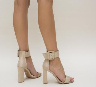 Sandale nude elegante de zi cu toc gros cu accesoriu auriu