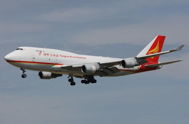 yangtze river express boeing 747-400 freighter