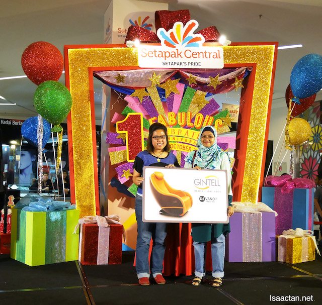 So lucky! A Gintell Fastastic Sofa was won by this lucky shopper (1 Fabulous Lucky Draw Contest)