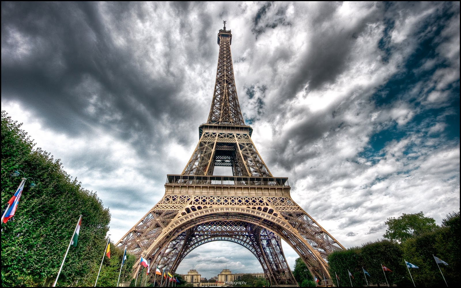 Paris: Paris Eiffel Tower Wallpaper