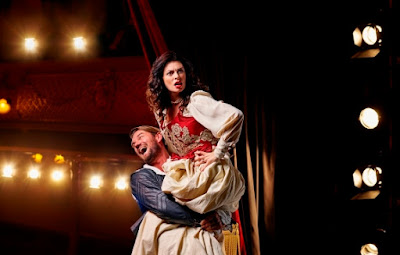 Quirijn de Lang and Jeni Bern in Kiss Me Kate - photo Opera North