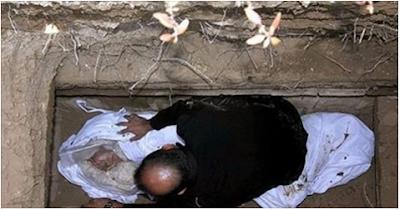مفاجأة «صادمة» | بالفيديو.. هذا ما يحدث للميت عند قراءة القرآن على قبره