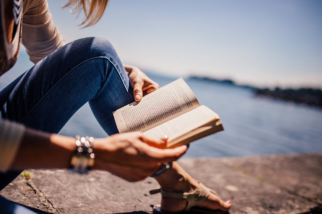 how i love to spend me time reading