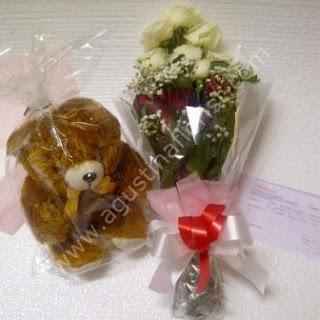 toko-bunga-surabaya-jual-gift-mawar-boneka