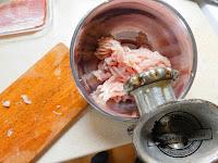 rolada drobiowa grillowana nadziewana szpinakiem z erem pleśniowym typu lazur