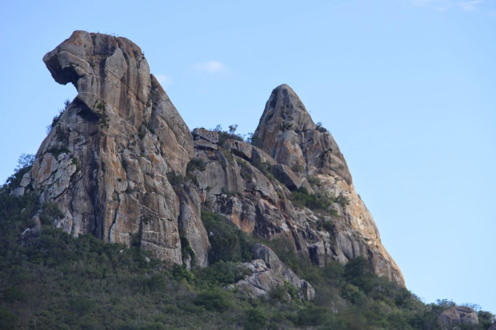 a6a1d956a Pedra da Galinha, postal de Quixadá no acude que é o primeiro do nordeste,  construído no inicio do seculo 20, por mãos escravas ainda.