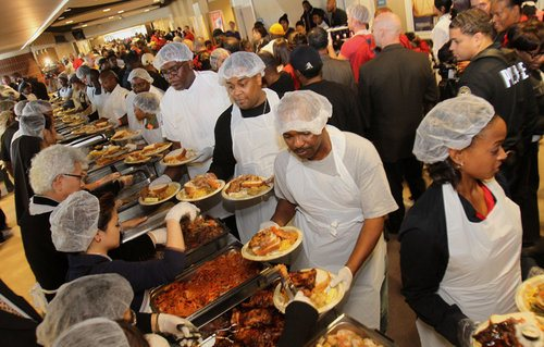 4bfe7c775e0 Real College Student of Atlanta  Giving back  Hosea Feed the Hungry