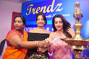 diksha launches trendz exhibition-thumbnail-3