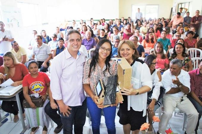 EDUCAÇÃO – 51 kits digitais são entregues a gestores escolares pela SEMECT em Caxias
