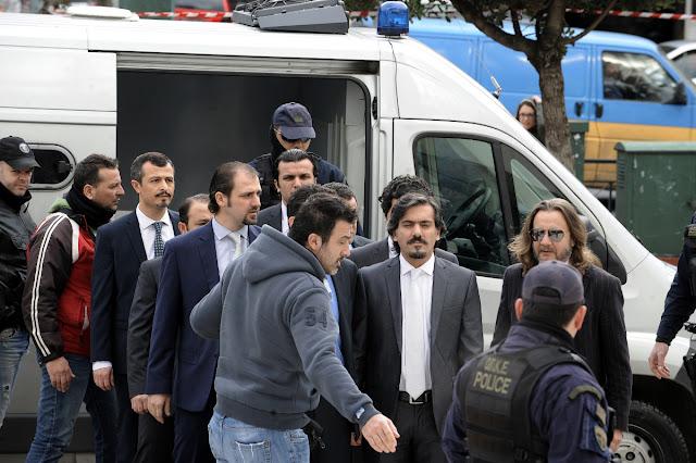 Φοβούνται για τη ζωή τους οι οκτώ τούρκοι στρατιωτικοί