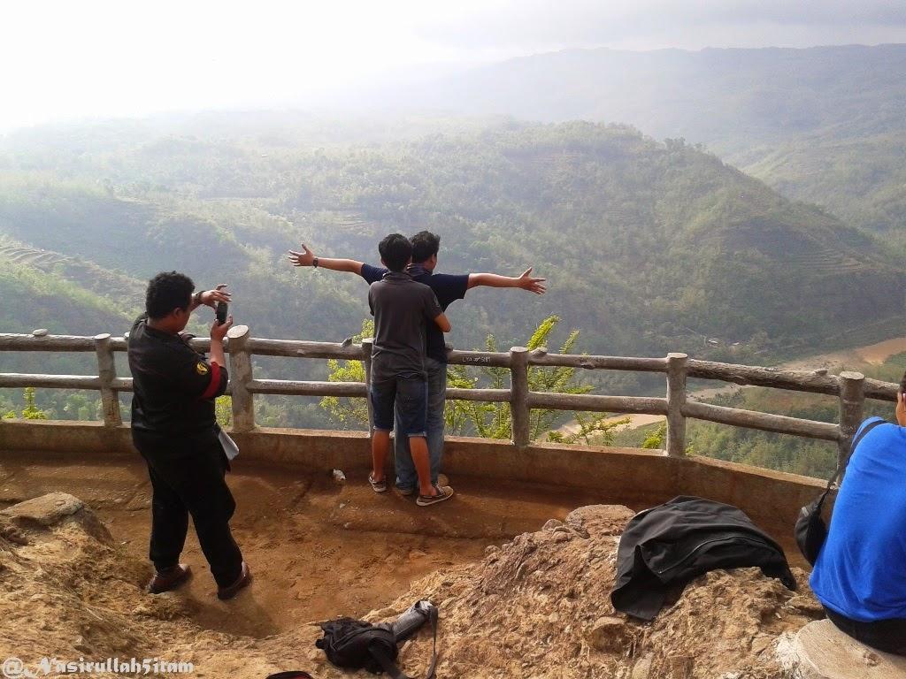 Melihat hutan dari Gardu Pandang Kebun Buah Mangunan, Jogja