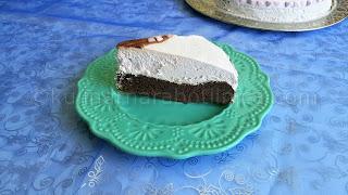 Лесна шоколадова торта със сметаново-боровинков крем