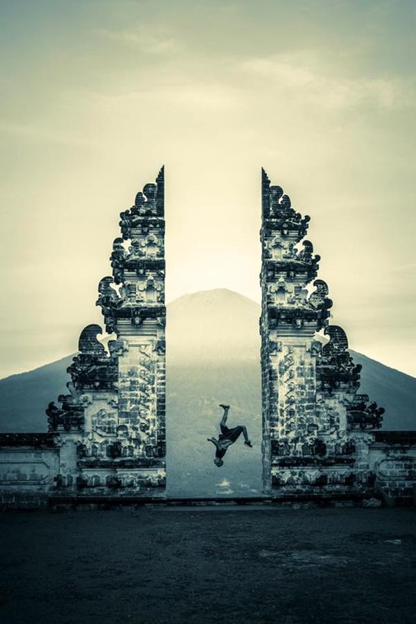 Aksi Pasha Petkuns di Lempuyuang Bali