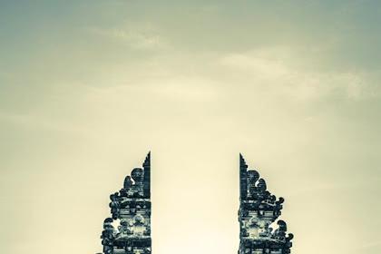 Aksi Pasha Petkuns di Lempuyang Bali