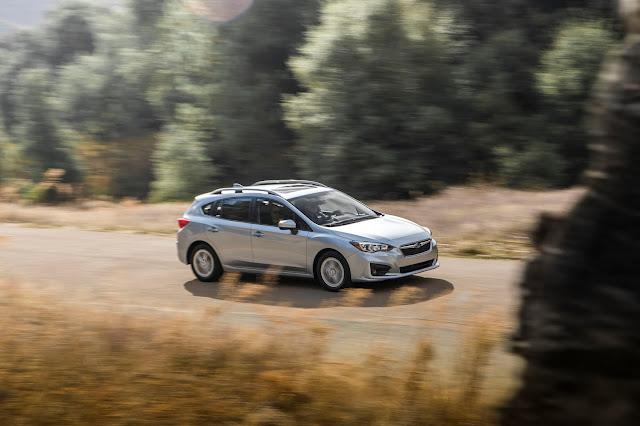 Front 3/4 view of 2017 Subaru Impreza 2.0i Premium