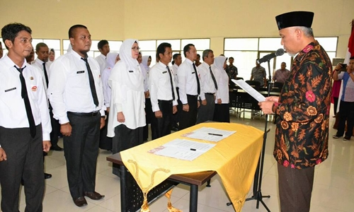 Walikota Padang Ambil Sumpah Pemeriksa dan Juru Sita Pajak Daerah