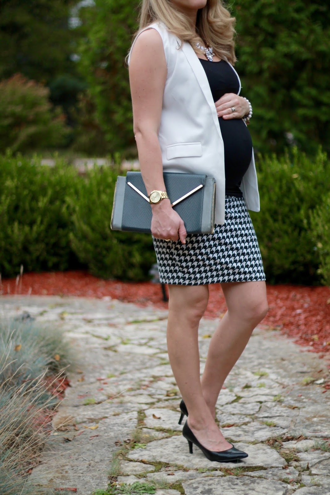 white sleeveless blazer for work, white sleeveless blazer, houndstooth skirt, fall maternity workwear