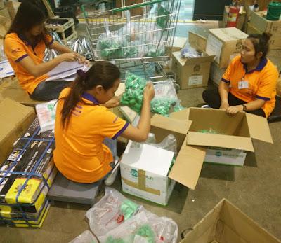 Store staff sort Green PPR Pipe connectors at Ruangsangthai in Buriram