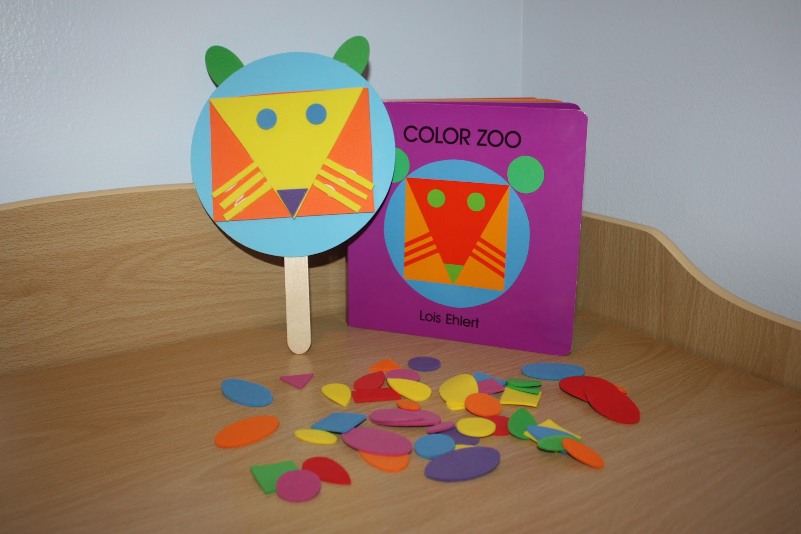 Patton S Bookcase Color Zoo Fun With Shapes