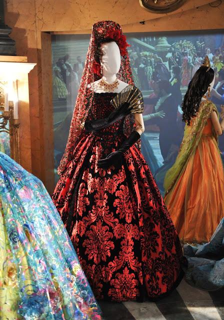 Indicados ao Oscar 2016: Melhor figurino, Sandy Poweel, por cinderella, vestido princesa Chelina