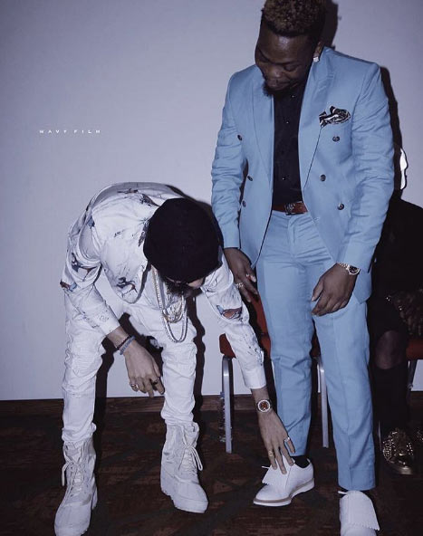 """Egbon dash me your shoe"" - Phyno begs Olamide at OLIC3"