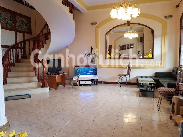 Villa có phòng khách rộng