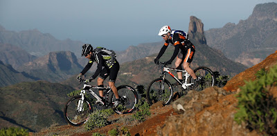Foto van twee mountain bikers op Gran Canaria