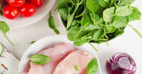 Fűszeres-szaftos csirke spenótágyon