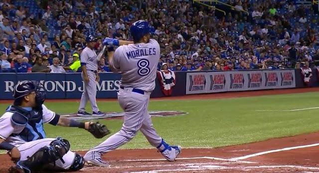 Para Morales, quien fue cuarto bate y designado, fue el cuarto grand slam de su carrera en las Mayores.