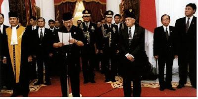 Peralihan Kekuasaan Pemerintahan Orde Baru - pustakapengetahuan.com