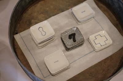 生坂村の陶芸家・なかがわひとみさんの展示「蔵みーる」箸置き
