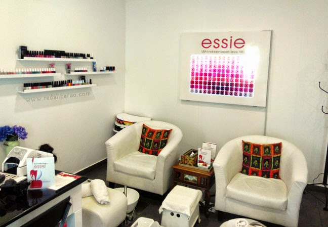 Essie Spa Experience, Essie, Nail polish, Mint Beauty Solutions, Mint beauty salon, Spa treatments in Pakistan. Bets Spa in Pakistan, Beauty Blogger of Pakistan, Top Beauty Blog, red alice rao, redalicerao